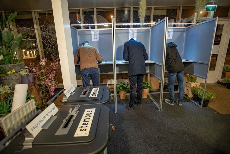 Op het station van Castricum wordt vanaf middernacht gestemd voor de Provinciale Statenverkiezingen. Beeld anp