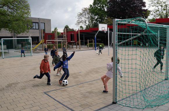 De vernieuwde speelplaats van de gemeentelijke basisschool in Retie.