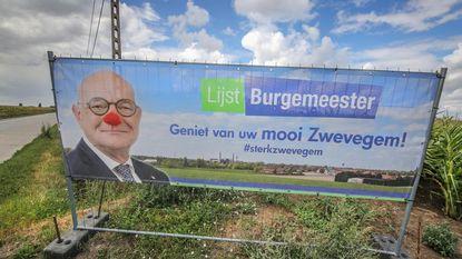 Grapjas geeft burgemeester clownsneus