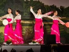 Dansende Koreaanse oma's doen Den Haag aan