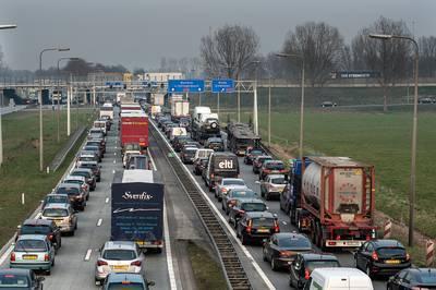 Verbreding A27 en aanpak Hooipolder zo goed als rond, minister zet handtekening onder project