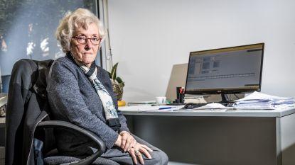 VIDEO. 'Juffrouw Lea' (92) werkt elke dag in advocatenkantoor, en ze gaat nog lang niet met pensioen