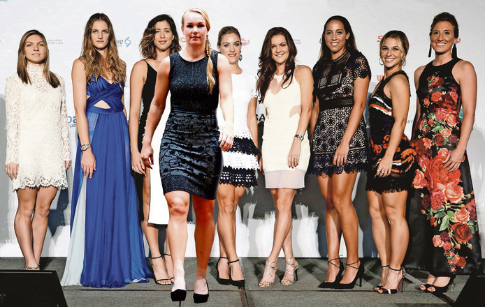 De acht deelneemsters vorig jaar tijdens de loting van de WTA Finals. Staat Bertens (vierde van links) er eind oktober ook zo bij?