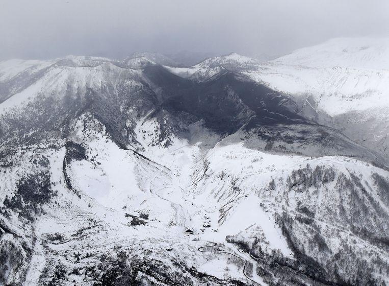 In een Japans ski-gebied, ten noordwesten van Tokio, is vanochtend vroeg de vulkaan Kusatsu-Shirane uitgebarsten.