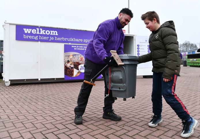 nieuw: kringloopcontainer van het goed bij afvalbrengpunt oost in