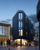 Sfeerimpressie van de nieuwe huurwoningen aan de Westwaarts, met onderin een koffietent in plaats van patatkraam.