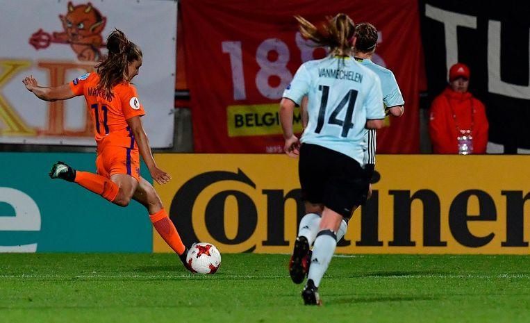 Lieke Martens scoort tegen België de 2-1. Beeld afp