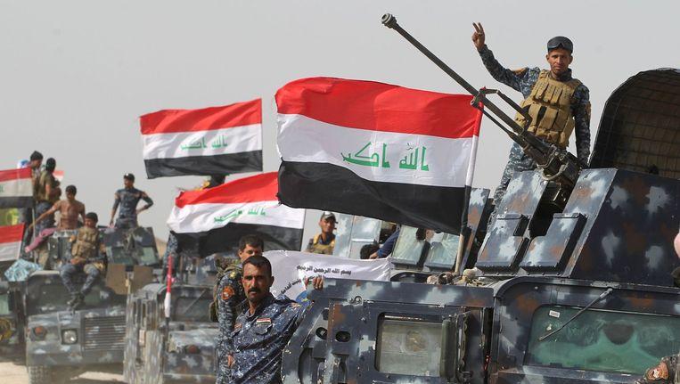 Iraakse regeringstroepen in het dorp al-Shahabi, ten oosten van Fallujah. Beeld afp
