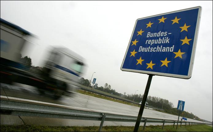De snelweg A3 wordt van 22 tot 25 november ter hoogte van Emmerik  afgesloten Een vidauct in de buurt van Elten wordt vervangen.Foto ter illustratie.
