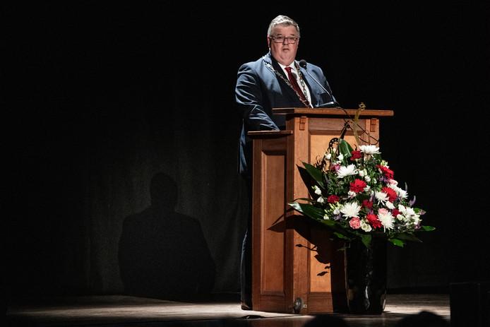 Burgemeester Hubert Bruls tijdens zijn nieuwjaarstoespraak, maandagavond in concertgebouw de Vereeniging.