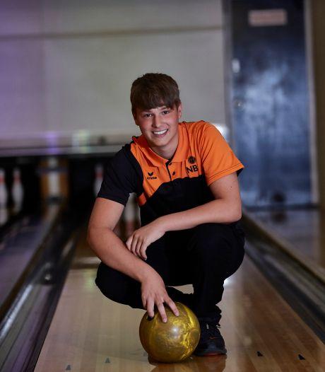 Bowlingtalent Romano (14) uit Vorden zet alles opzij voor tien strikes op rij: 'Ik ga voor het hoogst haalbare'