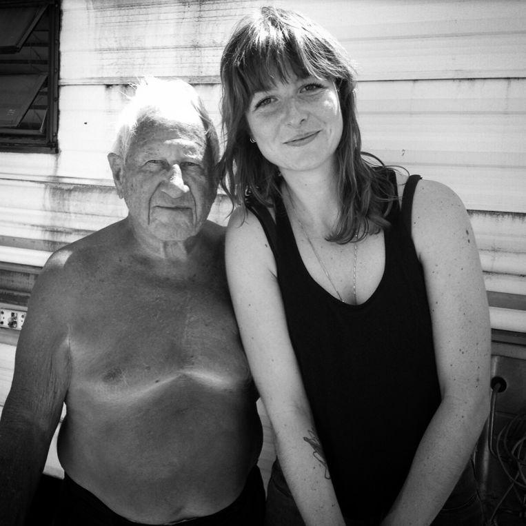 Met de 84-jarige Cecil in Caliente, Nevada. Beeld Simone de Vries