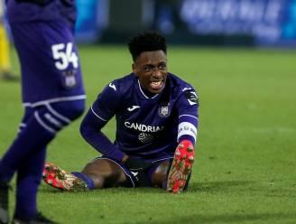 Extra domper voor Anderlecht: aanvoerder Sambi Lokonga valt uit met spierblessure