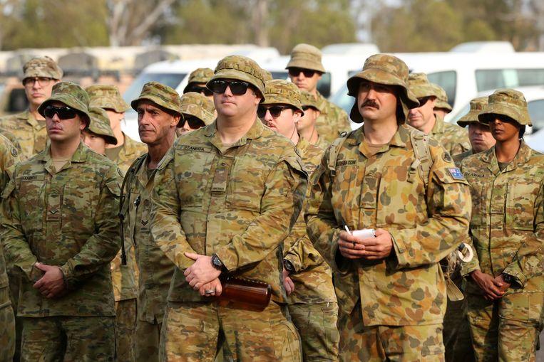 Reservisten worden in Australië ingezet om de bosbranden te bestrijden. Beeld EPA