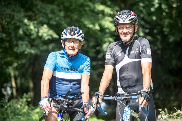 Theo Ankoné (links) en zijn gelegenheidscoach Atty Duijn. ,,Theo kan zeker een nieuw record neerzetten'', zegt Duijn.