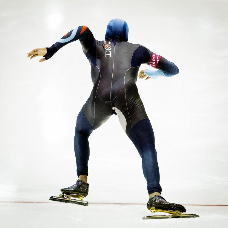 De ploegweerstand hangt af van de snelheid. Sterker, die neemt af, omdat de schaats bij hoge snelheid geen tijd heeft om diep in het ijs te zakken. Beeld Jiri Buller