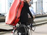 Celliste brengt fietsend een ode aan de Rijn