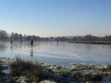 Schaatsers uit Ede genieten van glad ijs op baan van EIJV, 'echt' ijs is er bij Leersumse veld