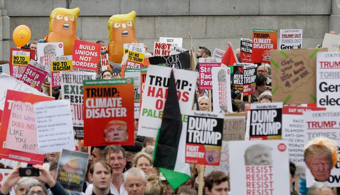 Duizenden Britten betoogden ook vandaag tegen de aanwezigheid van Trump in Groot-Brittannië.