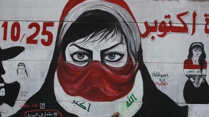 Al maandenlang is er een opstand gaande tegen de regering in Irak. Ook vrouwen laten van zich horen; onder meer middels kunst op straat in Bagdad.