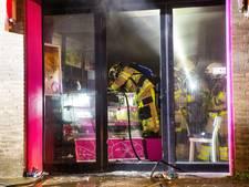 Brand in bakkerij in centrum Kampen: achttien woningen ontruimd