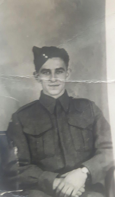 Joseph Paul Moulins ligt begraven in Holten, maar wie was deze jongeman voor hij het leger in ging?