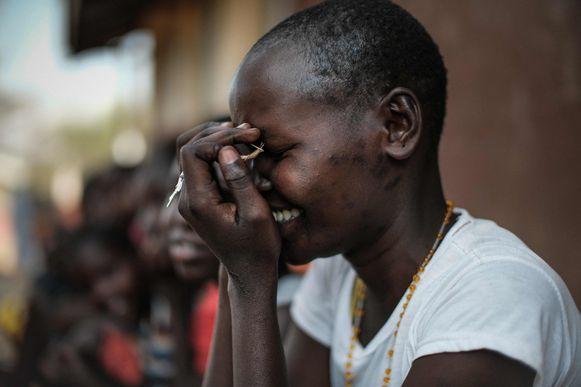 Een meisje op de Kalas Girl's basisschool, die slachtoffers van besnijdenissen en kindhuwelijken opvangt in het dorpje Amudat in het noordoosten van Oeganda.
