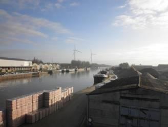 Demir weigert vergunning voor twee windturbines langs Albertkanaal in Schoten