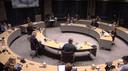 Vanwege het coronavirus vergadert de gemeenteraad van Meierijstad in een andere opstelling, met meer afstand van elkaar.