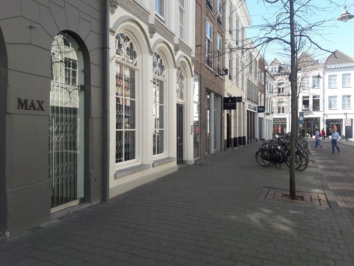 In de Verwersstraat is een aantal winkels inmiddels weer geopend.