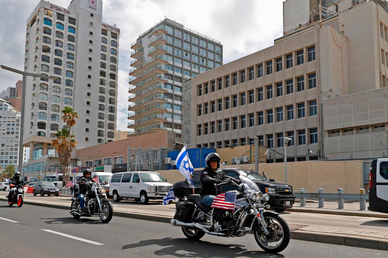 Leden van de Israëlische motorclub 'Samson Riders' rijden van de oude locatie van de Amerikaanse ambassade in Tel Aviv naar de nieuwe locatie in Jeruzalem.