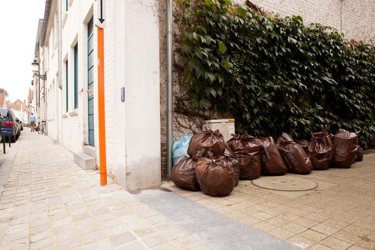 De vuilniszakken zullen slechts in een klein stuk van Oostkamp niet worden opgehaald. (archieffoto)