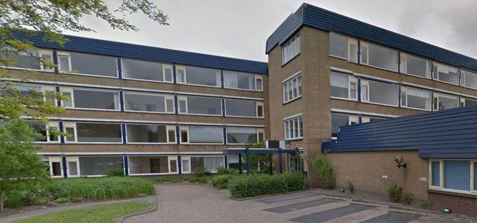 Het zou zonde zijn om bij de nieuwe woningen op de plek van de voormalige Pijletuinenhof in Naaldwijk het bestaande aardgasnetwerk niet te gebruiken, vindt André van den Berg van GemeenteBelang Westland.