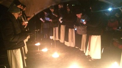 Paters Westvleteren leiden nachtelijke wake