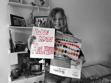 Wie helpt Carlyne voor Koningsdag aan een suikerspinmachine?