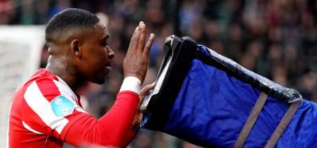 PSV'ers dragen zege op aan Ihattaren: 'Deze is voor jou, Mo!'