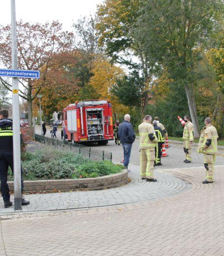 Vermoedelijk gaslek in Goor: brandweer doet onderzoek