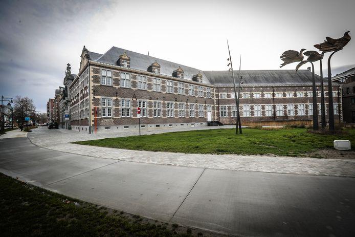 Het oud gasthuis langs de Thonissenlaan in Hasselt zal tegen 2022 een nieuw ketenhotel zijn met 92 kamers.