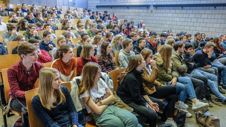 De aula's zitten vol op Junior College Day.