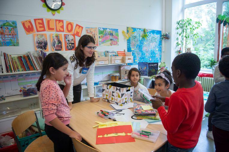 Enkele medewerkers van bol.com kwamen vertellen over boeken en illustraties. De kinderen konden ook zelf creatief aan de slag gaan.
