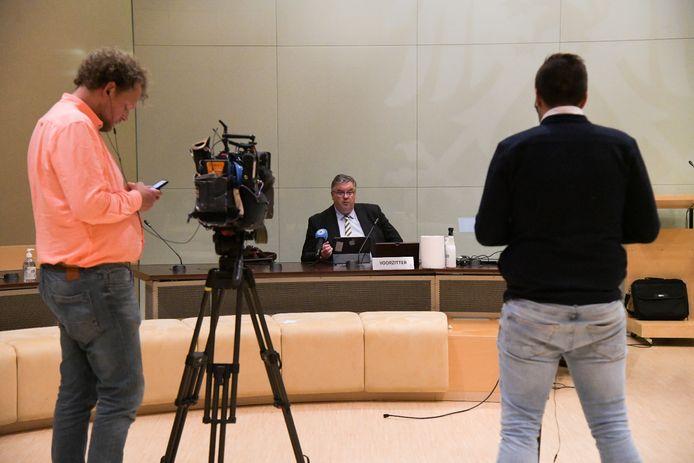 Burgemeester Hubert Bruls op de persconferentie over de sluiting van twee cafés in Nijmegen vanwege coronabesmettingen,