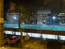 Lampen op parkeergarage Maijweg worden afgedekt en gedraaid, maar blijven schijnen op leeg parkeerdek
