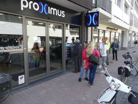 Druk aan de telecomwinkels in Deinze.