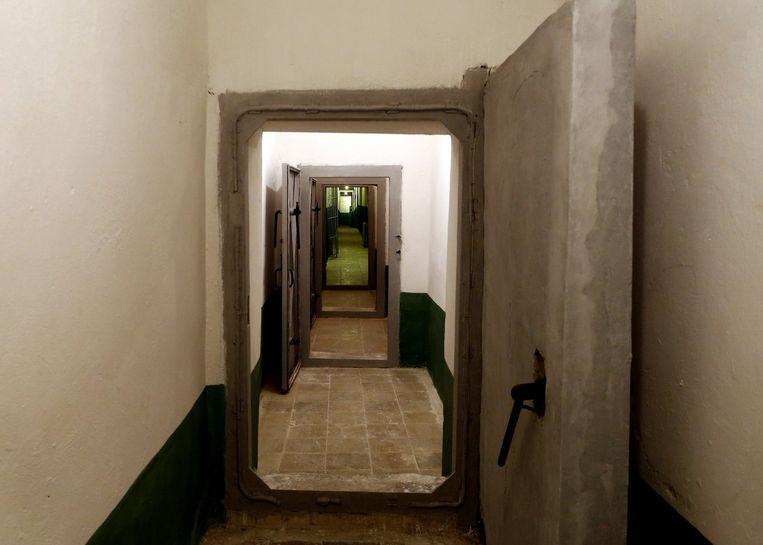 Enorme onderaardse gangen geven een idee van de omvang van de bunker.