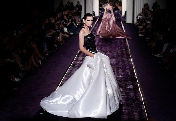 Stella Tennant voor Versace in 2014.