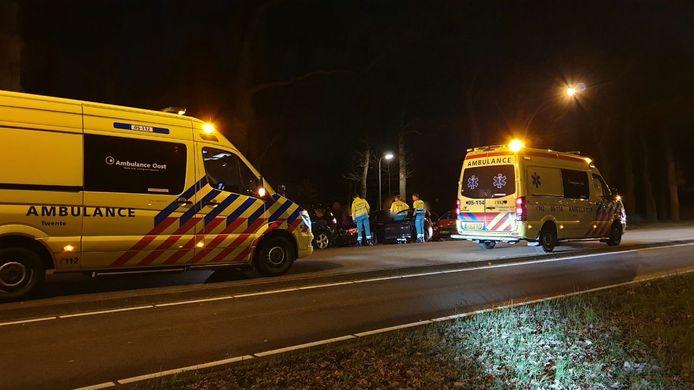 Op de Gronausestraat zijn dinsdagavond drie auto's op elkaar gebotst.