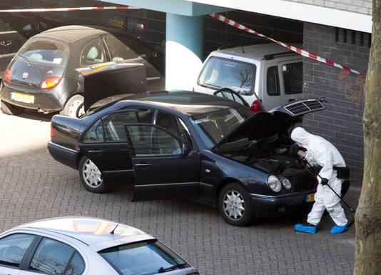 De recherche doet onderzoek na de schietpartij op 9 april 2011.