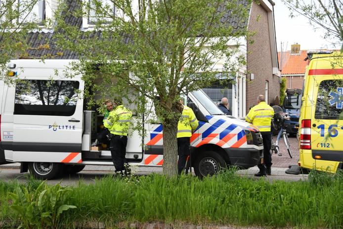 Hulpdiensten kwamen massaal naar de woning aan de Kosterdijk.