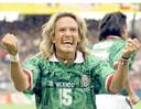 Luis Hernandez viert zijn goal tegen Zuid-Korea op het WK 1998.