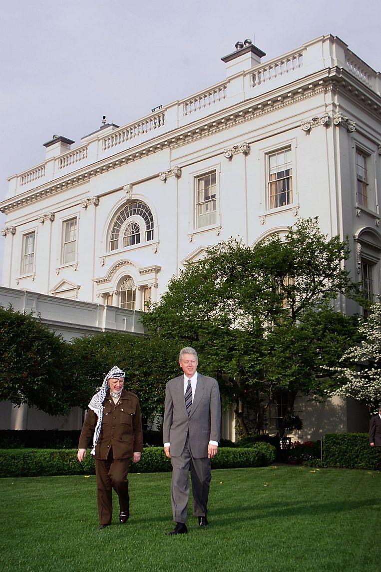 President Bill Cliton met de PLO-leider Yasser Arafat Beeld AFP